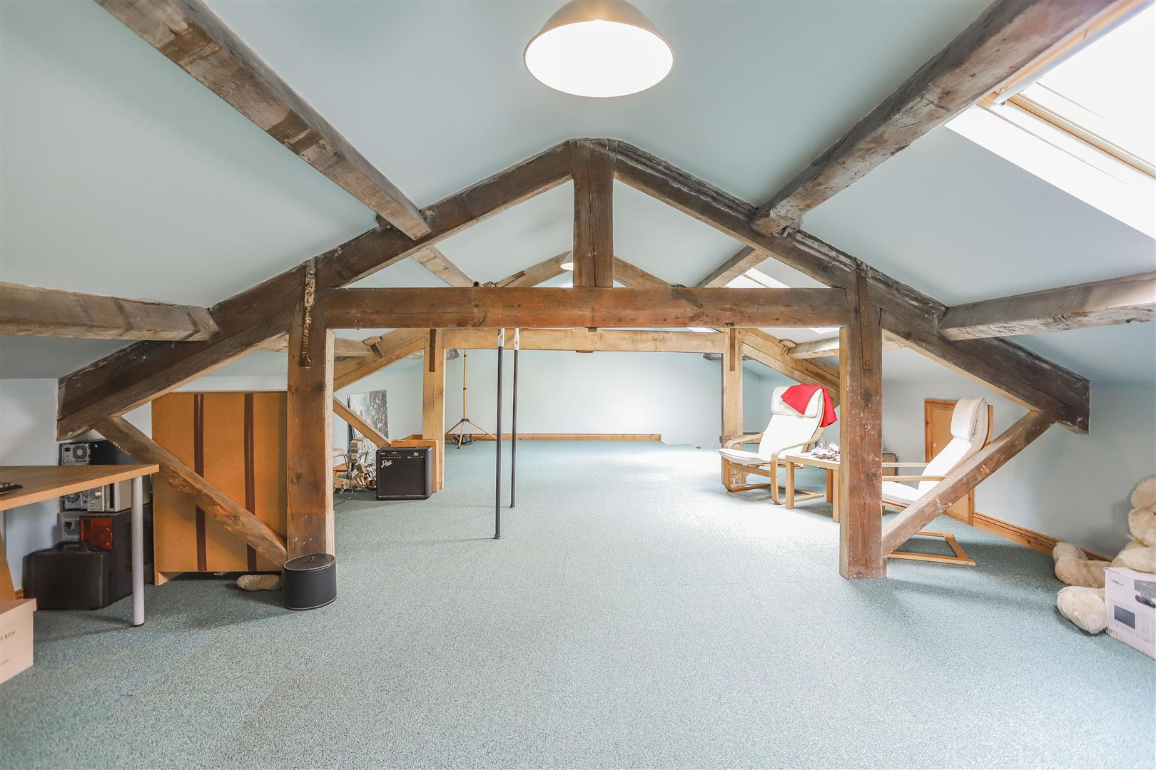 6 Bedroom Detached House For Sale - 24.JPG